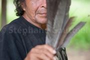 Renaud Sakeu avec les plumes de hocco pour les fleches  -Guyane