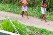 femmes wayampi et parabole - Guyane