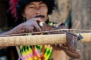 Maintien de l'arc en visee - Hornbill festival Nagaland - Inde