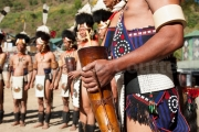 Danse rituelle et corne a boire - hornbill festival Nagaland - Inde