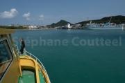 Bateau de plongee de retour au port - Okinawa